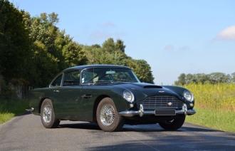 Aston Martin DB 5 Auto sur Les Champs